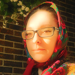 TarotPugs - Stacey B., psychic tarot reader, energy healer and witch.