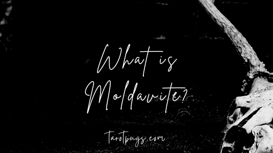 What is moldavite? Discover what this tektite is and how to use it.